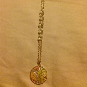 Jewelry - Silver plated flower pendant